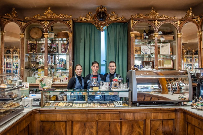 The ladies working in Pasticceria Soraru - Vicenza, Veneto, Italy - www.rossiwrites.com