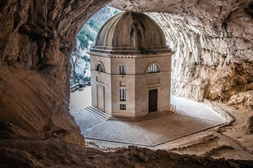 Valadier Temple - Marche, Veneto, Italy - www.rossiwrites.com