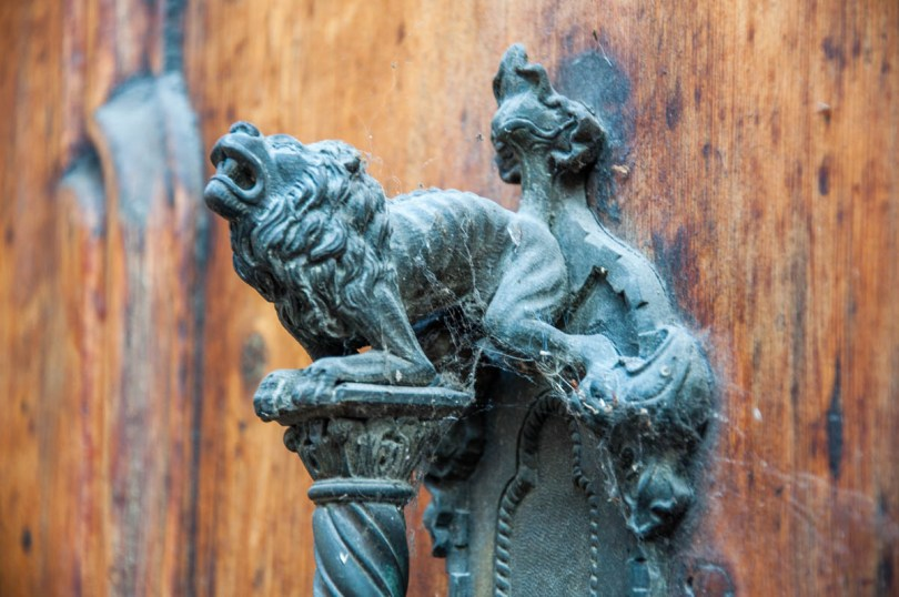 Decorative door handle of the Duomo of Santa Tecla - Este, Veneto, Italy - www.rossiwrites.com