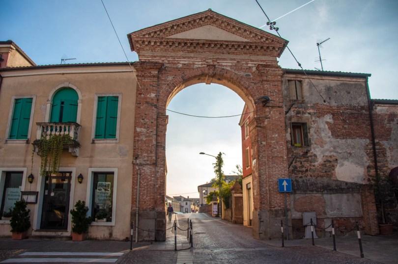 Gate in the defensive wall - Este, Veneto, Italy - www.rossiwrites.com