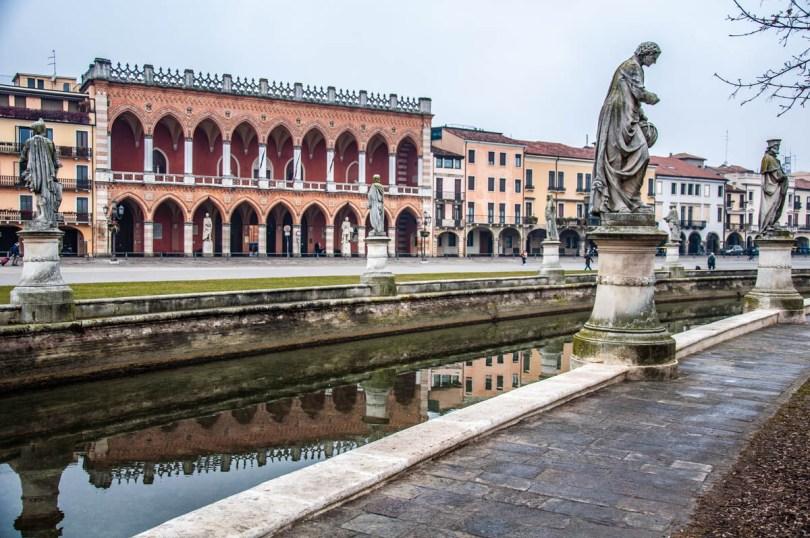 A view of Prato della Valle - Padua, Italy - rossiwrites.com