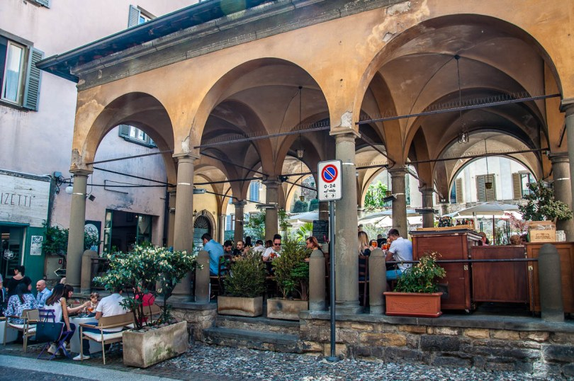 Eating alfresco - Bergamo Upper City, Lombardy, Italy - rossiwrites.com