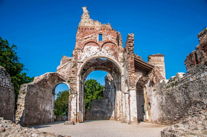 Ruins of the Abbey at Nervessa di Bataglia - Veneto, Italy - rossiwrites.com