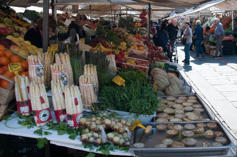 Fresh spring produce at Padua's 800-years old market - Padua, Veneto, Italy - rossiwrites.com