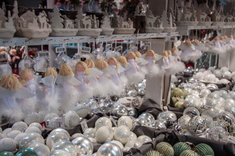 Christmas angels and baubles - Vicenza, Italy - rossiwrites.com