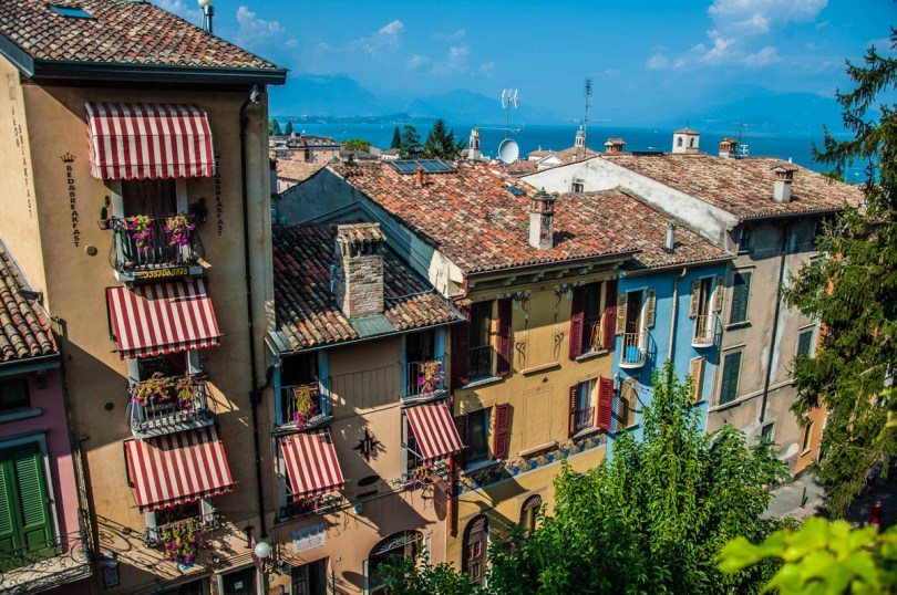 Colourful houses - Desenzano del Garda, Lombardy, Italy - rossiwrites.com
