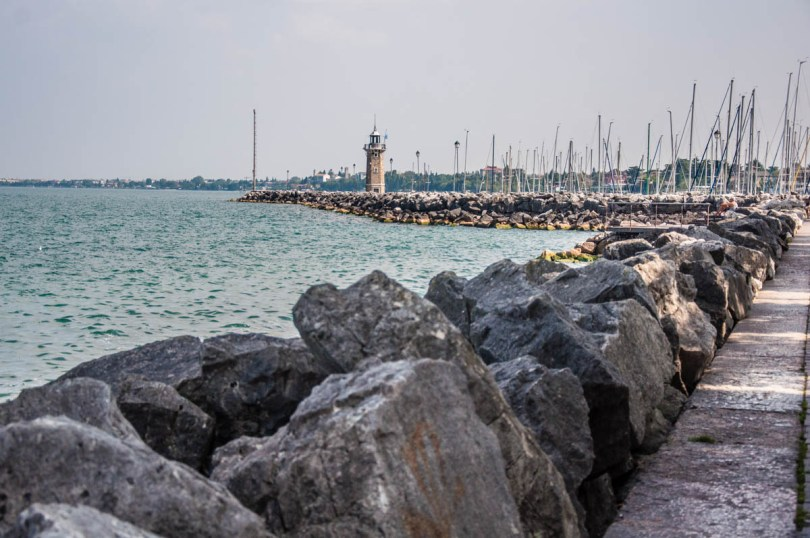 View of the promenade with a lighthouse - Desenzano del Garda, Lombardy, Italy - rossiwrites.com