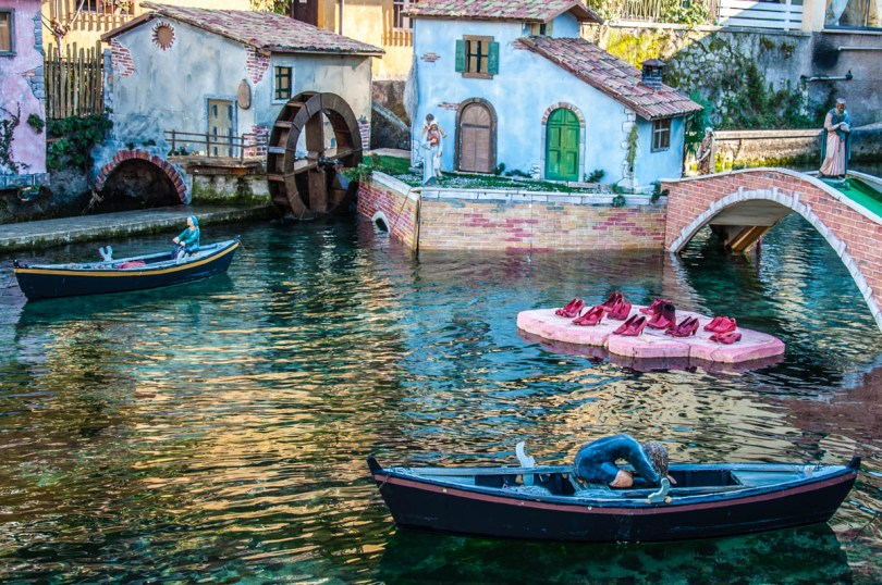 The Nativity Scene on River Aril - Cassone, Lake Garda, Veneto, Italy - rossiwrites.com