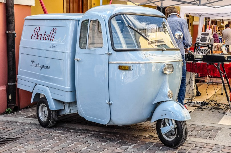 A cute vehicle - Montagnana, Veneto, Italy - rossiwrites.com