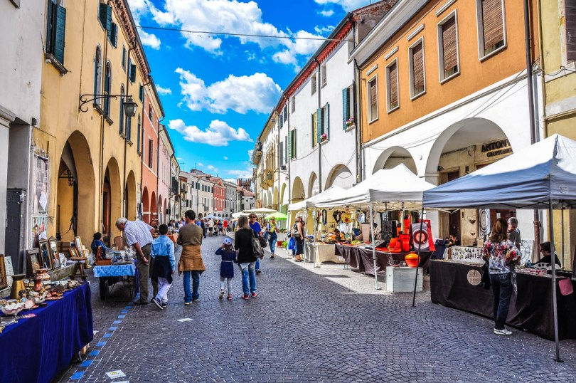 The monthly antiques and collectibles market - Montagnana, Veneto, Italy - rossiwrites.com