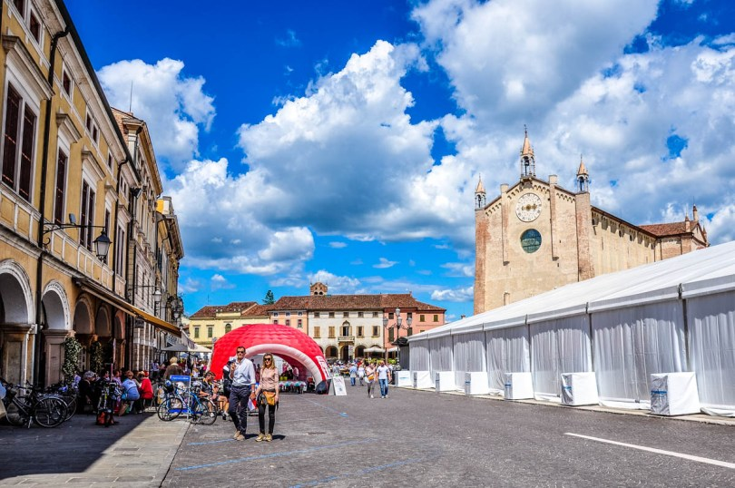 The town's main square on the day of the prosciutto festival - Montagnana, Veneto, Italy - rossiwrites.com