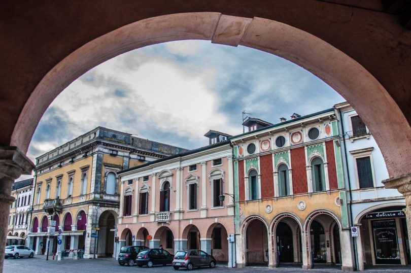 The town's beautiful palaces around the main square - Montagnana, Veneto, Italy - rossiwrites.com