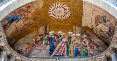 Mosaics on the facade of St. Mark's Basilica - Venice, Veneto, Italy - rossiwrites.com