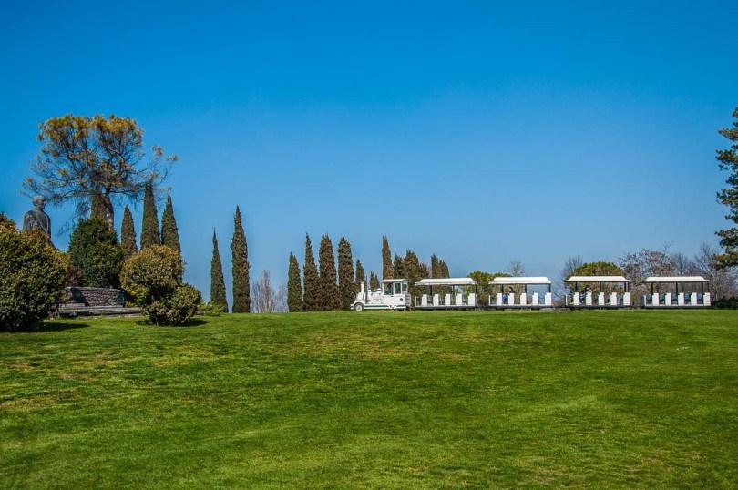 The electric train - Parco Giardino Sigurta' - Valeggio sul Mincio, Veneto, Italy - rossiwrites.com