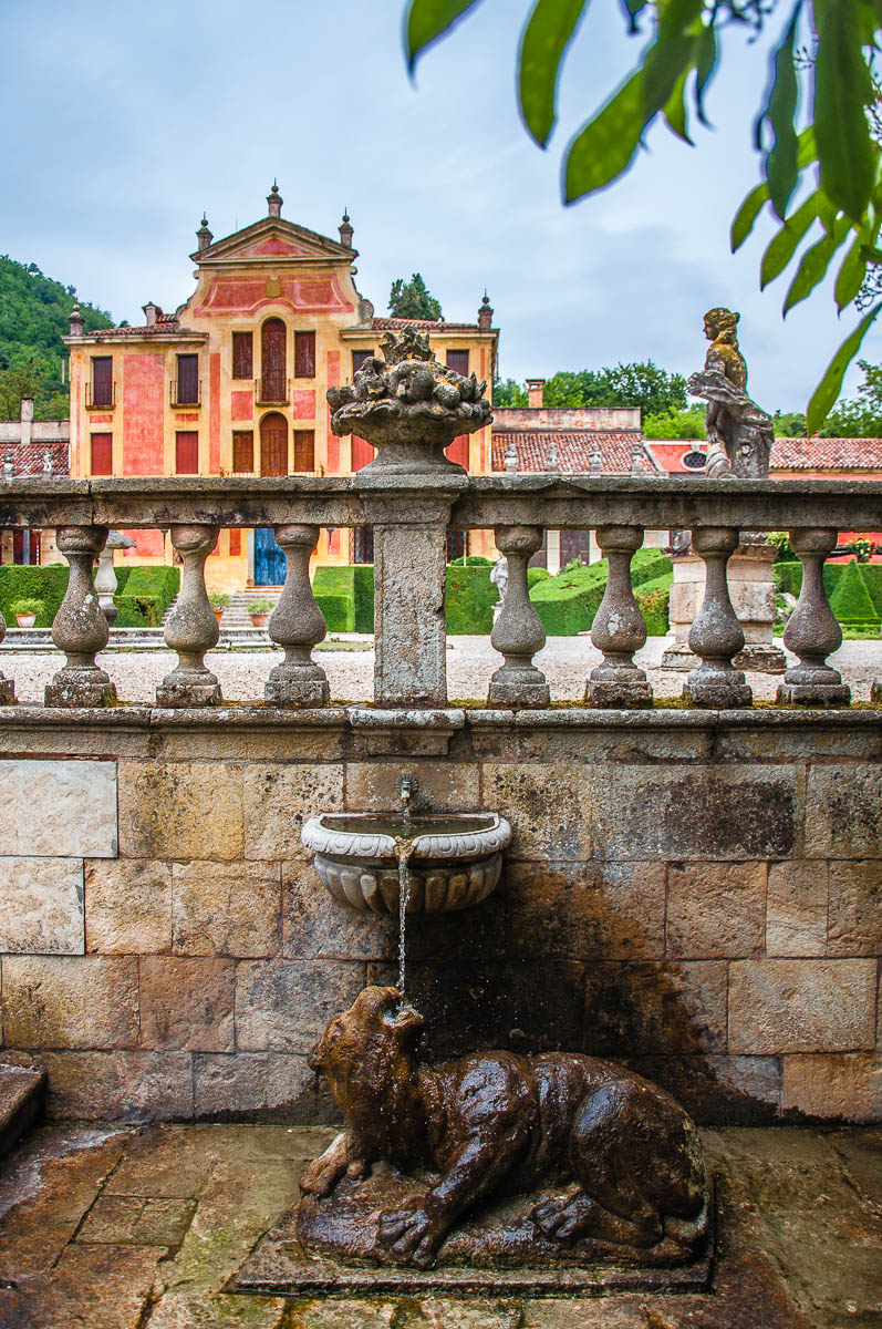 The villa with a water fountain - Giardino Valzansibio - Euganean Hills, Padua, Italy - rossiwrites.com