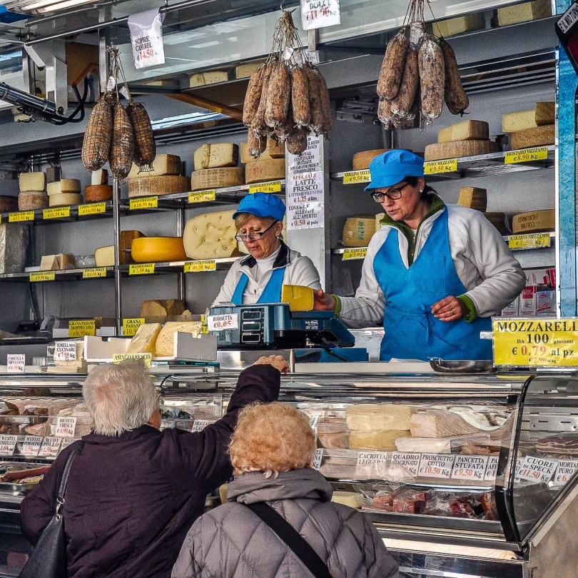 Buying cheese at the market -Vicenza, Veneto, Italy - rossiwrites.com