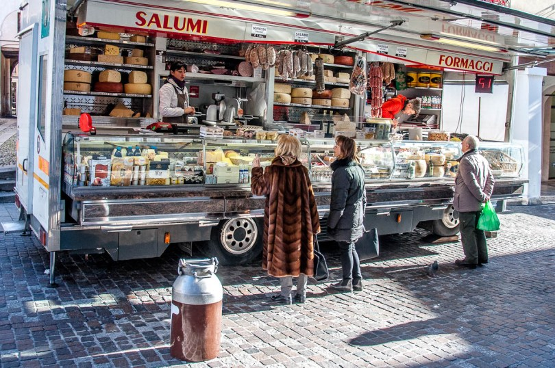 Moving market stall selling cheese and salami - Bassano del Grappa, Veneto, Italy - rossiwrites.com