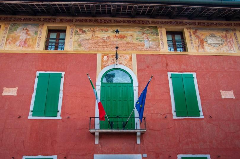 Frescoed house facade - Sesto al Reghena - Friuli-Venezia Giulia, Italy - rossiwrites.com