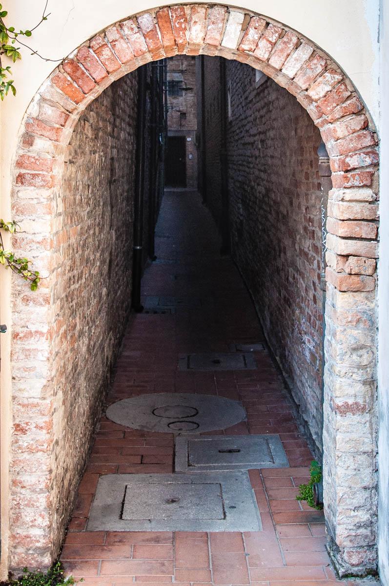 Vicolo degli Amori - Lovers' Lane - Bagnacavallo, Province of Ravenna - Emilia-Romagna, Italy - rossiwrites.com