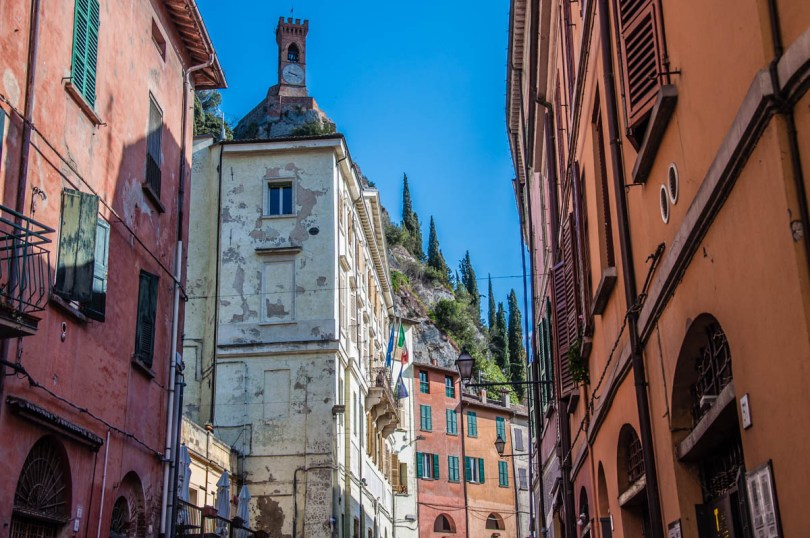 View of the village with the hilltop clocktower - Brisighella, Province of Ravenna - Emilia-Romagna, Italy - rossiwrites.com