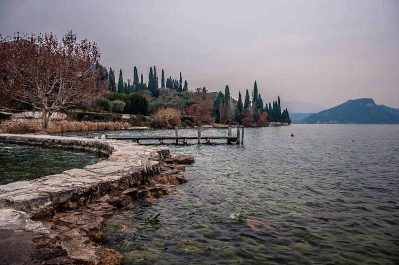 Autumnal view of the small harbour with Rocca di Garda - Punta di San Vigilio - Lake Garda, Italy - rossiwrites.com