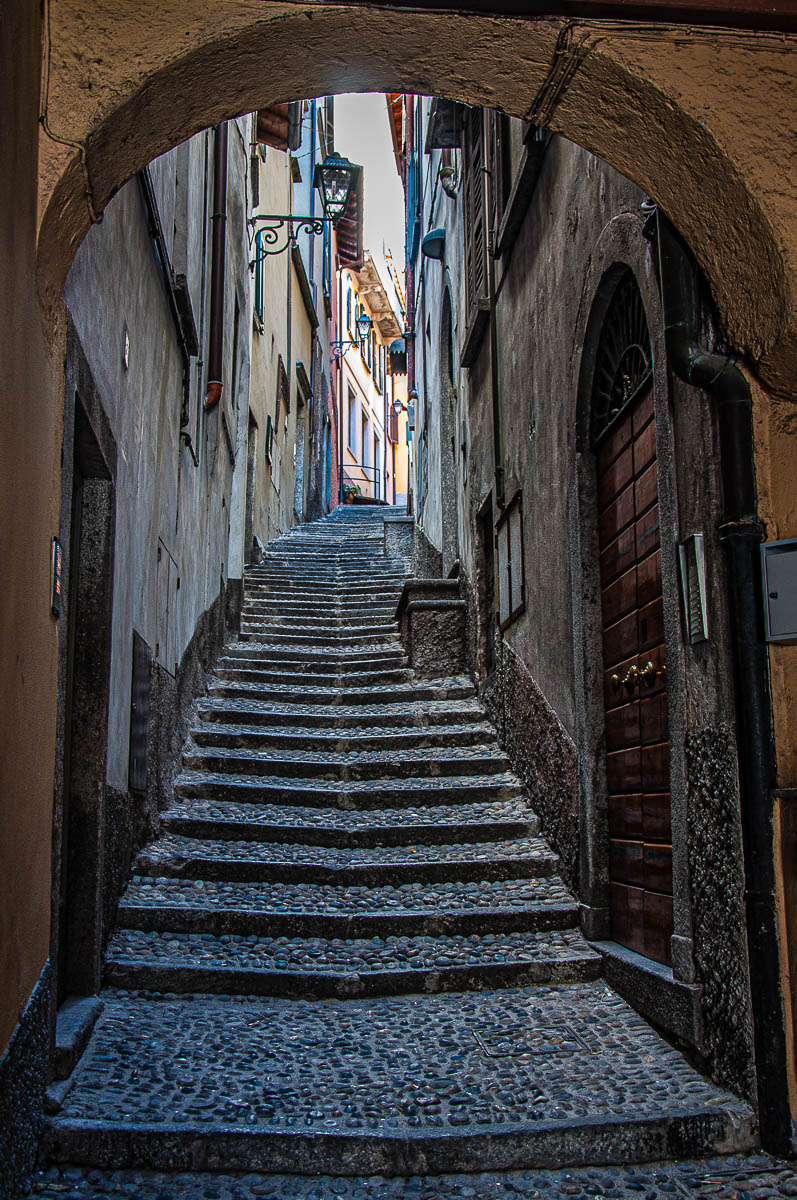 Steep street in Bellagio - Lake Como, Italy - rossiwrites.com