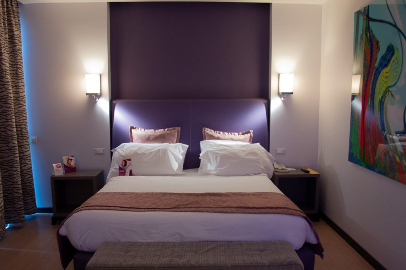 Modern hotel room - Verona, Italy - rossiwrites.com