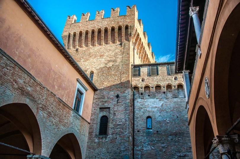 The donjon - Gradara Castle - Gradara, Italy - rossiwrites.com