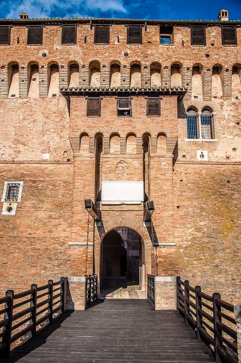 The entrance gate of Gradara Castle - Gradara, Italy - rossiwrites.com