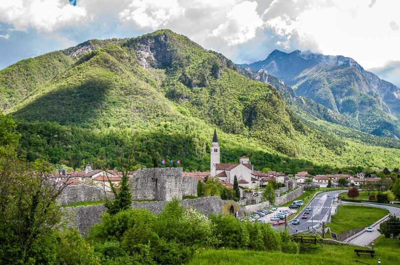 Venzone with the surrounding mountains seen from the ruins of the Venetian fort - Venzone, Italy - rossiwrites.com