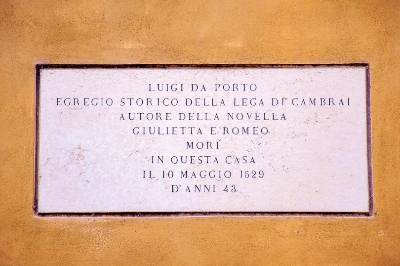 Memorial plaque for the writer Luigi da Porto, author of the original story of Romeo and Juliet - Vicenza, Italy - rossiwrites.com