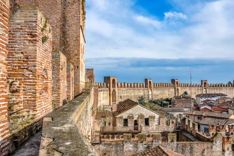 The Ronda Walkway with the Captain's House and the frescoed Porta Bassano - Cittadella, Italy - rossiwrites.com