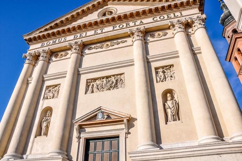 The facade of the Duomo - Cittadella, Italy - rossiwrites.com