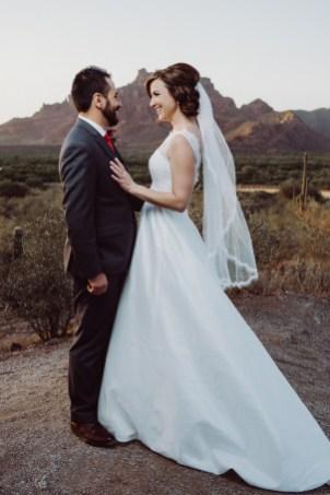 wedding photo Phoenix Arizona mountains