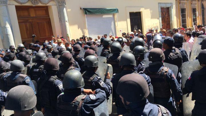 La primera audiencia pública del gobernador de Oaxaca se entrenó con protestas