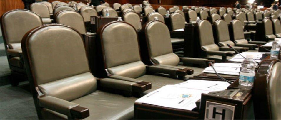CRÓNICA POLÍTICA: Legisladores, que se aíslen y donen la mitad de su dieta