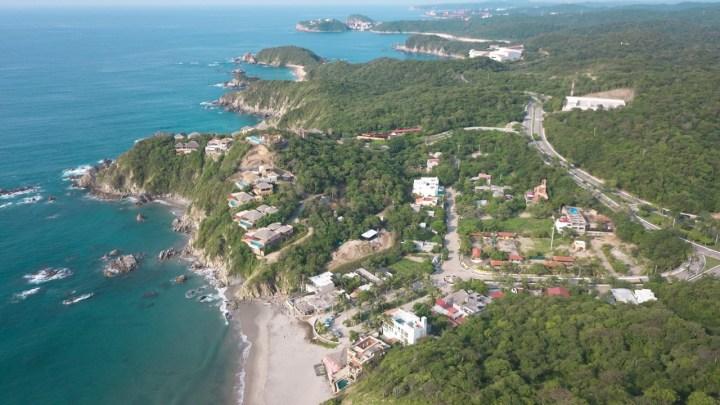 """""""La Playa La Bocana"""", el Río Copalita se une con el mar en Bahías de Huatulco en este bello lugar"""