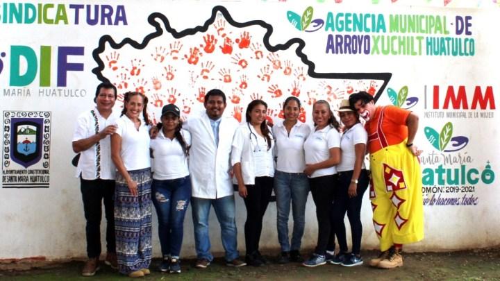 """En las comunidades de San Miguel del Puerto y Arroyo Xúchitl se presentó el """"Payaso Piropo"""" y se dieron consultas médicas gratuitas"""