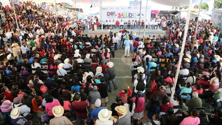 Ivette Morán de Murat vía caravana DIF entrega apoyos por más de 1 millón de pesos en Huautla de Jiménez