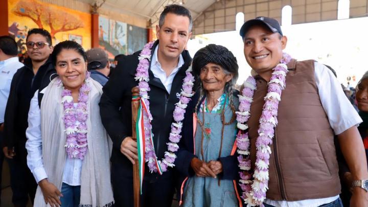 Gobernador entregó infraestructura social y apoyos a habitantes de San Sebastián Río Hondo