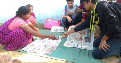 Rotaractors teach women to make paper bags.