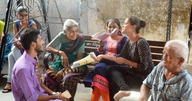 Rotaractors interacting with the elders at the Jeevandhara Vrudhashram.