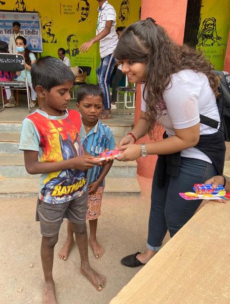 Oral hygiene kits being distributed by Club Treasurer Kajal Jain.