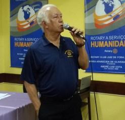 Waldir Andrade, presidente do Rotary Club Juiz de Fora Sul, palestra sobre a Missão Médica realizada em Uganda.