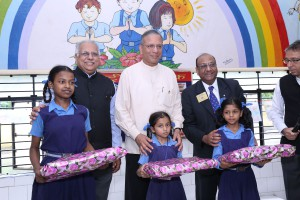 RID Manoj Desai, RI President Ravindran and DG Sudhir Mangla honouring the drawing competition winners at Sriniwaspuri school in Delhi.