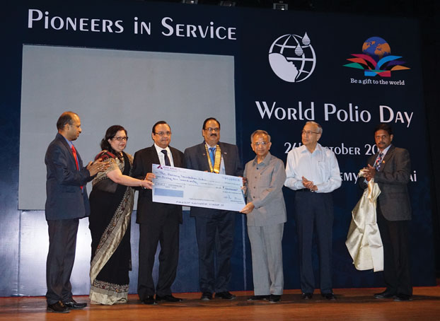Rtn Dileep Bajaj (third from left) presenting cheque for Rs 66 lakh to TRF to PRIP Rajendra K Saboo. Also present DG C R Raju and chief guest N Murali, Chairman - Kasturi & Sons.