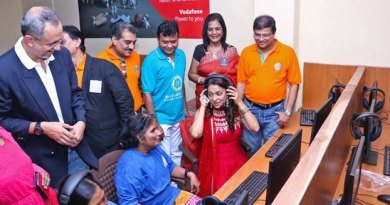 Juhi Chawla inaugurates the call centre.