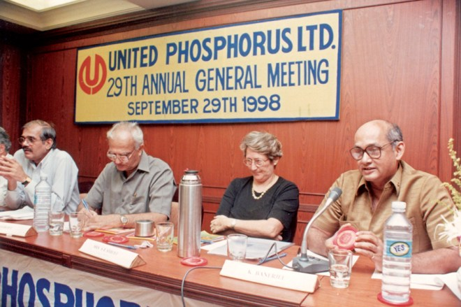 At a Board meet of United Phosphorus Ltd. with Chairman Rajju Shroff (on her right) and PRIP Kalyan Banerjee (right).