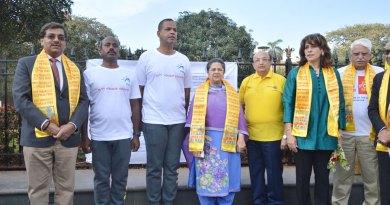 L to R: Rtn Sandip Agarwalla, Narahari, Wg Cdr Param Vir Singh, Rajashree Birla, PRID Ashok Mahajan and Club President Sonya Mehta.
