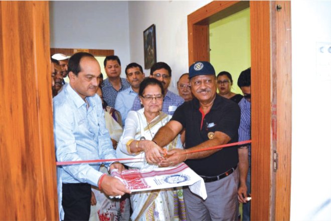 PDG Arijit Endow (right) and Leela Sharma, Trustee, Deepsikha Foundation, inaugurating the Hospice.
